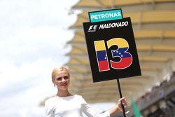 Грид-гёрл Пастор Мальдонадо Lotus F1 Team