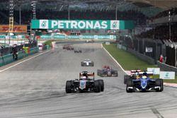 Нико Хюлькенберг Sahara Force India и Маркус Эриксон Sauber F1 Team