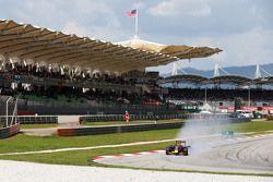 Daniil Kvyat, Red Bull Racing RB11 locks up under braking