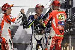 Podium: El ganador de la carrera, Valentino Rossi, segundo lugar, Andrea Dovizioso, tercer lugar Andrea Iannone