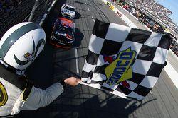 Denny Hamlin, Joe Gibbs Racing Toyota, pakt de overwinning
