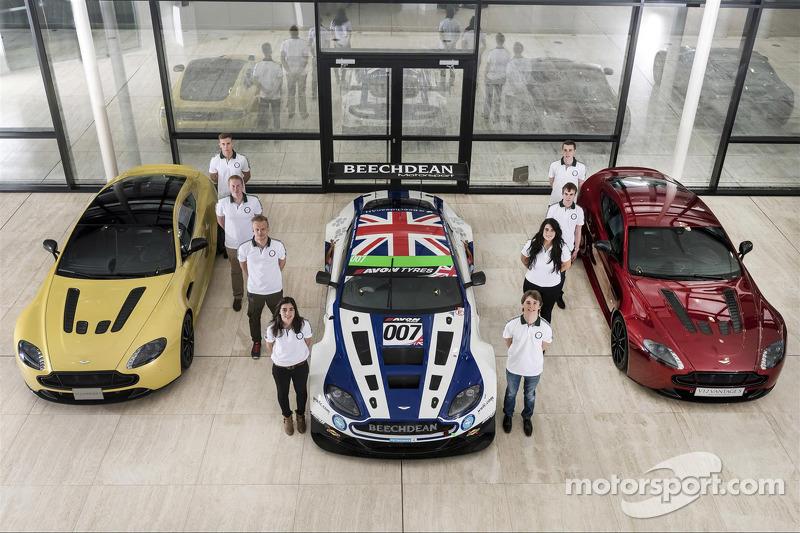 Aston Martin Evolution Academy-rijders Matt Bell, Jamie Chadwick, Jade Edwards, Jody Fannin, Jake Gi