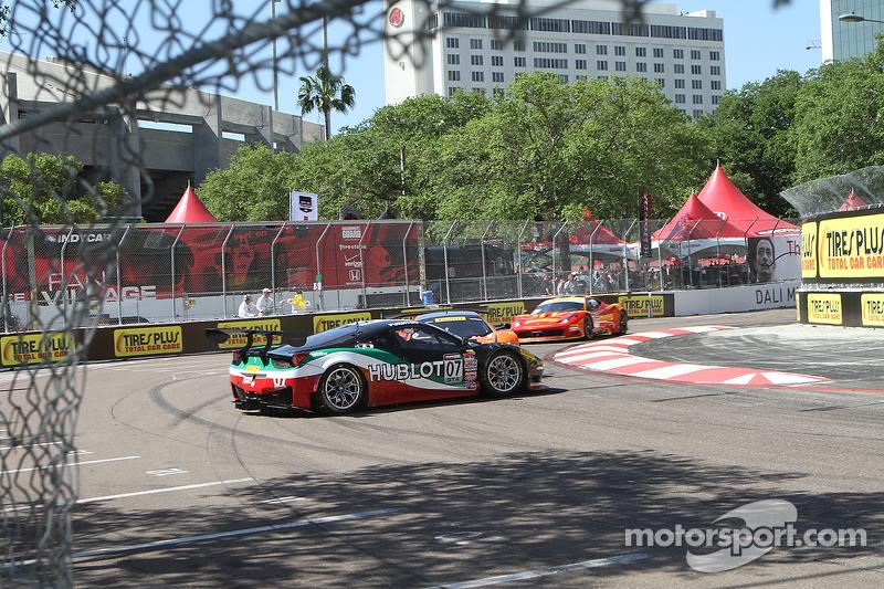 #07 Scuderia Corsa Ferrari 458 GT3 Italia: Martin Fuentes spins