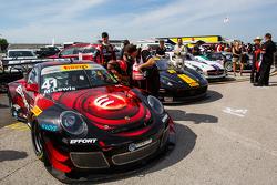 #41 EFFORT Racing, Porsche 911 GT3R: Michael Lewis