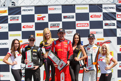 GT подиум: второе место - Ники Кацбург, победитель гонки - Оливье Беретта и третье место - Кевин Эстре