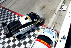 #17 Global Motorsports Group Porsche 911 GT3 Cup: Alec Udell and #37 Reiter Engineering Lamborghini Gallardo: Max Volker crash