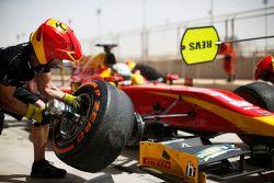 Jordan King, Racing Engineering, s'arrête aux stands