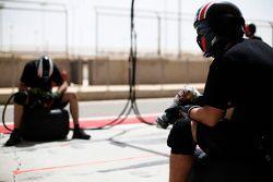 ART Grand Prix prepare for a pit stop