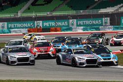 Franz Engstler, Audi TT, Liqui Moly Team Engstler; Stefano Comini, SEAT Leon Racer, Target Competiti
