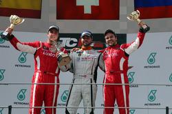 第一名Stefano Comini, SEAT Leon Racer, Target Competition;第二名,Pepe Oriola, SEAT Leon Racer, Craft Bambo