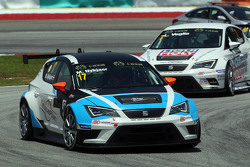 Michel Nykjaer, SEAT Leon Racer, Target Competition;和Lorenzo Veglia, Liqui Moly Team Engstler, SEAT