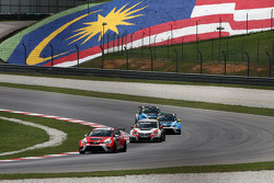 Pepe Oriola, SEAT Leon Racer, Craft Bamboo Racing LUKOIL, und Gianni Morbidelli, Honda Civic TCR, We