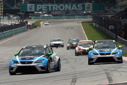 Stefano Comini, SEAT Leon Racer, 目标车队,和Andrea Belicchi, SEAT Leon Racer, 目标车队
