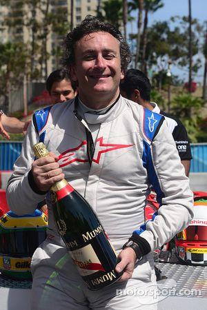 Alejandro Agag, CEO Fórmula E con champagne