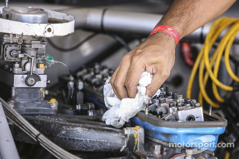 韦伯化油器和福特发动机