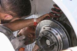 Emiliano Spataro, UR Racing, Dodge, Wechsel der Stoßdämpfer