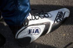Des chaussures de course FIA