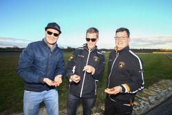 Albert von Thurn und Taxis, Nicky Catsburg and their engineer find Easter eggs on the circuit