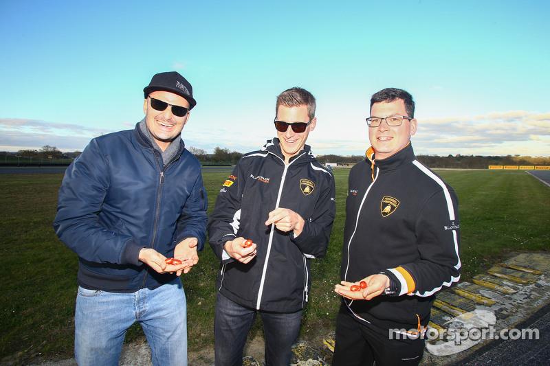 Albert von Thurn und Taxis, Nicky Catsburg und ihr Ingenieur finden Ostereier auf der Strecke