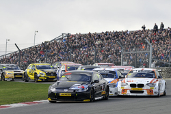Jason Plato leidt de start van race 2