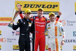 Podium : le vainqueur Gordon Shedden, le deuxième Andy Priaulx, le troisième Colin Turkington