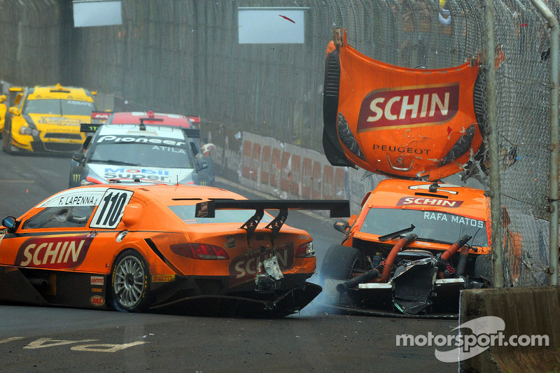 Rafa Matos and Felipe Lapenna crash