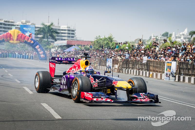 David Coulthard, Red Bull Racing tampil di Red Bull Show Run 2015 di Jalan Necklace di Hyderabad, In