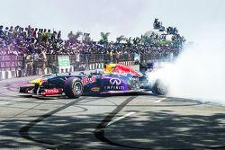 David Coulthard, Red Bull Racing, particpa en el Red Bull Showrun en el Necklace Road en Hyderabad, India