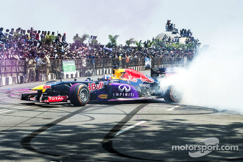 David Coulthard, Red Bull Racing, beim Red Bull Show Run 2015 in der Necklace Road in Hyderabad, Ind