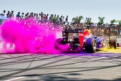 David Coulthard, Red Bull Racing performs during the Red Bull Showrun at Necklace Road in Hyderabad,