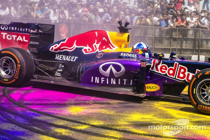 David Coulthard, Red Bull Racing participa en el Red Bull Showrun en el Necklace Road en Hyderabad,