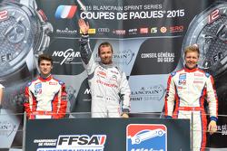 Podium : le deuxième Antoine Jung, Yvan Muller Racing, le vainqueur Sébastien Loeb, Sébastien Loeb Racing, et le troisième Yann Ehrlacher, Yvan Muller Racing