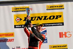 Pemenang Trofi Jack Sears Brands Hatch, Mike Bushell