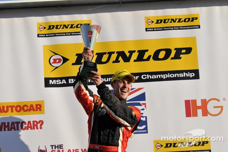 Pemenang Trofi Jack Sears Brands Hatch, Mike Bushell