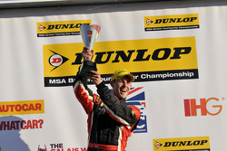 Brands Hatch Jack Sears Trophy-winnaar Mike Bushell