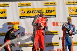 Podium 3. Rennen: 1. Matt Neal, 2. Jack Goff, 3. Aron Smith