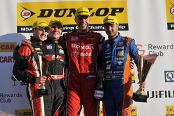Ronde 3 Podium 1e Matt Neal, 2e Jack Goff, 3e Aron Smith en JST-winnaar Mike Bushell