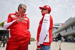 Маурицио Арривабене, директор команды Ferrari и Кими Райкконен, Ferrari