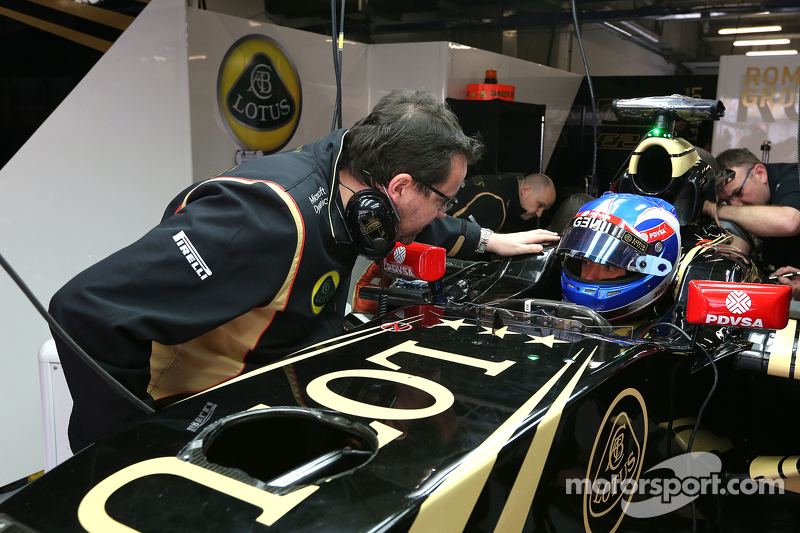 Jolyon Palmer, Lotus F1 Team and Julien Simon-Chautemps, Lotus F1 Team Race Engineer