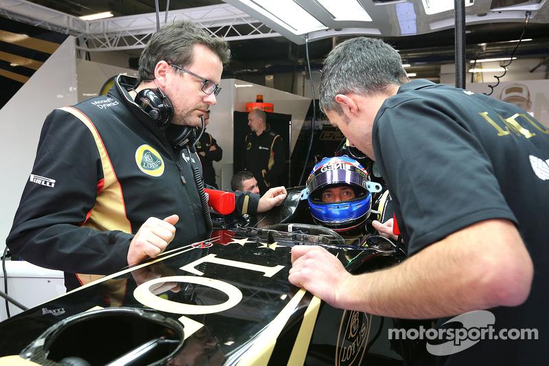 Jolyon Palmer, Lotus F1 Team and Julien Simon-Chautemps, Lotus F1 Team Race Engineer