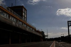 GP3赛车在维修通道内