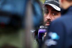 Fernando Alonso McLaren con los medios