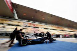 Sahara Force India F1 VJM08 толкают на инспекцию