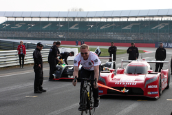 Chris Hoy pulls the Nissan LMP1 car