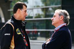 Федерико Гасталди, заместитель руководителя команды Lotus F1 Team с Карлосом Сайнсом