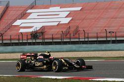 Pastor Maldonado, Lotus F1 E23 en la pista