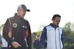 Pastor Maldonado, Lotus F1 Team, con Felipe Massa, Williams