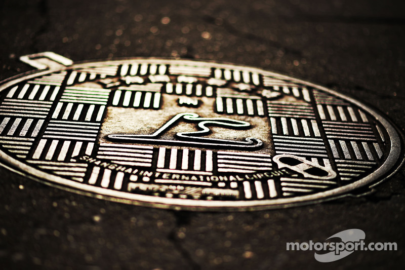 Circuit manhole cover
