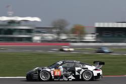 #88 Proton Competition Porsche 911 GT3 RSR: Крістіан Рід, Gianluca Roda, Халед Аль-Кубайсі