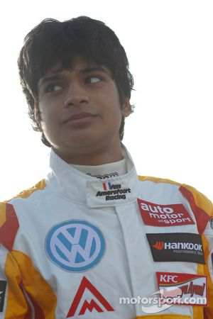 Arjun Maini, Van Amersfoort Racing